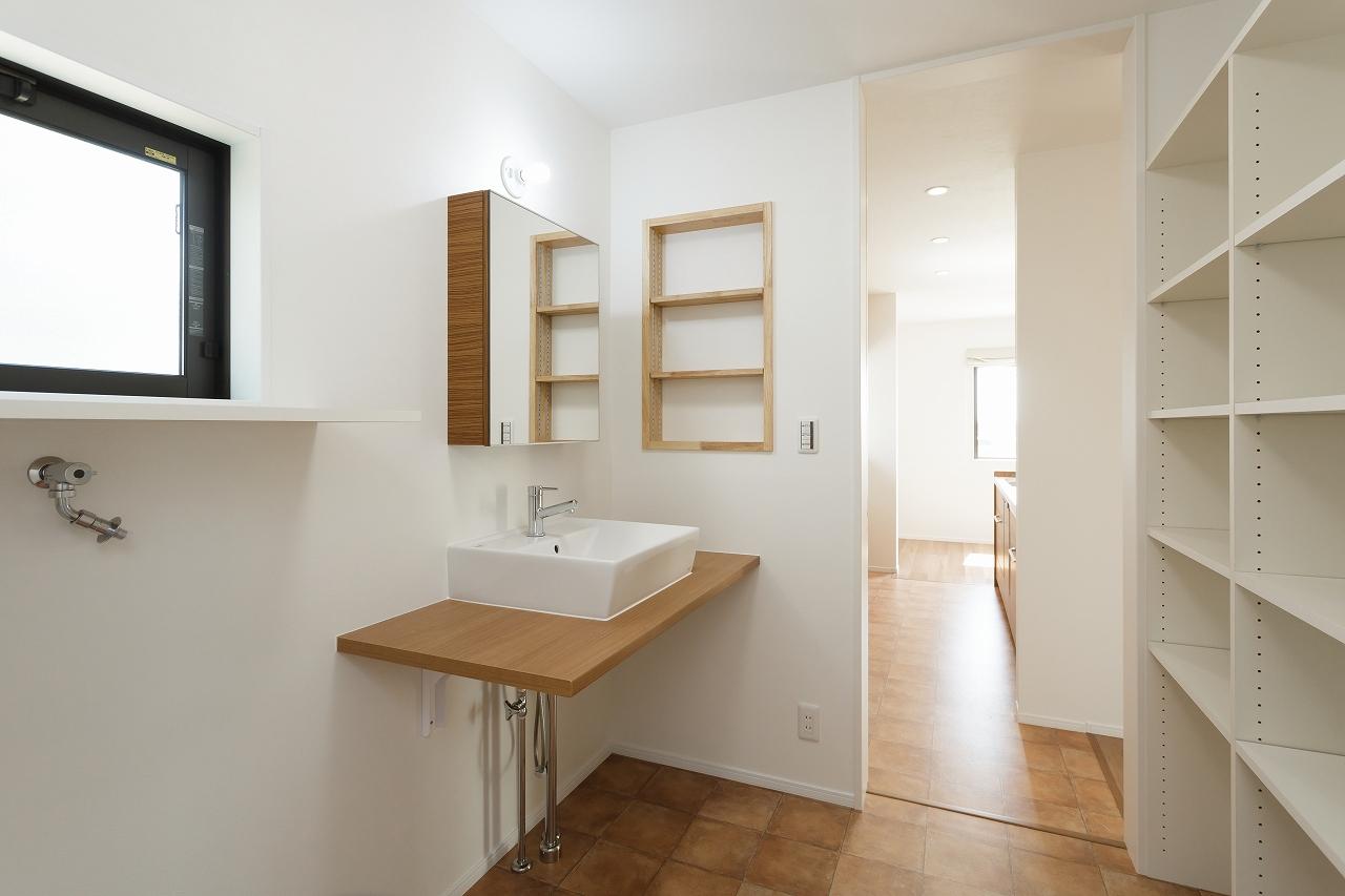 キッチンからつながる洗面スペース