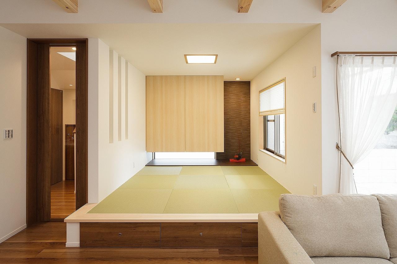 押入れと床の間も兼ね備えたモダンな和室