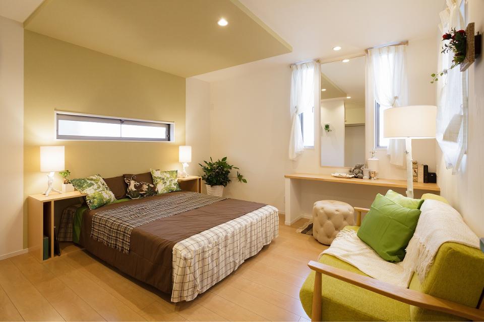 照明と色の効果でより寛ぎ感のある寝室に