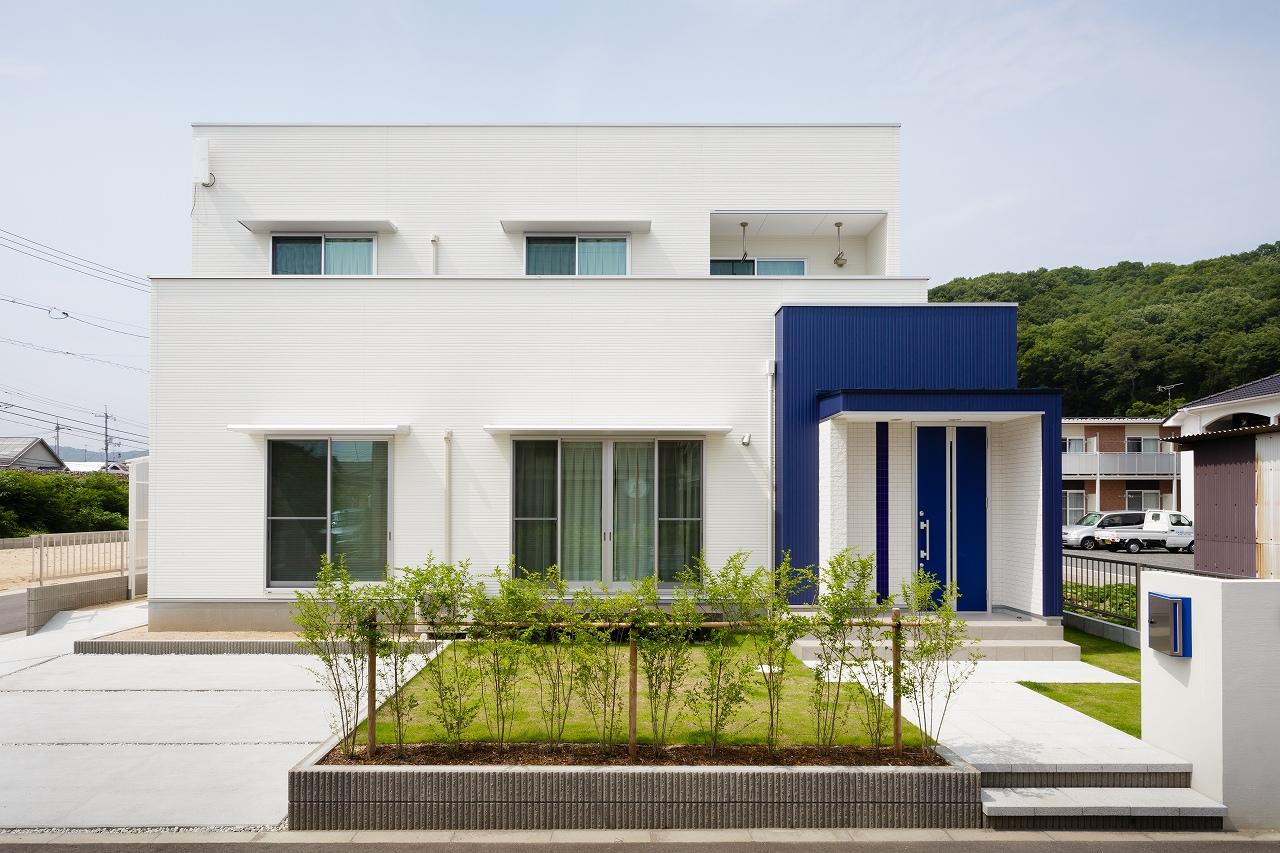 株式会社デザイナーズハウス木屋 『ブルーが映えるシンプルモダンの家』