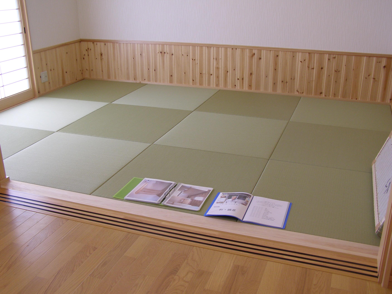 居間から続く、畳スペース。建具で仕切ることができて、便利。