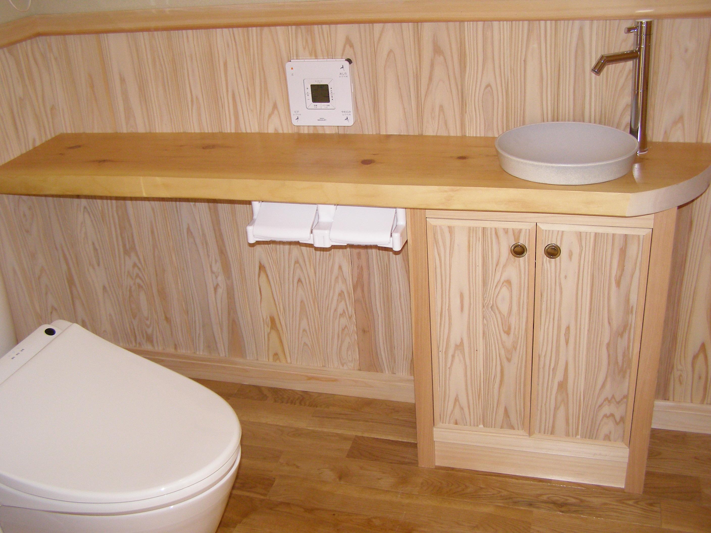 トイレにも、木をたっぷり使用