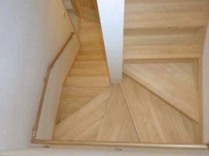 もちろん階段も無垢材です。