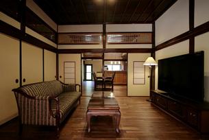 以前は二間続きの和室が、物置になっていて、カビも生えていました。 仏間があった場所はキッチンへと生まれ変わりました。