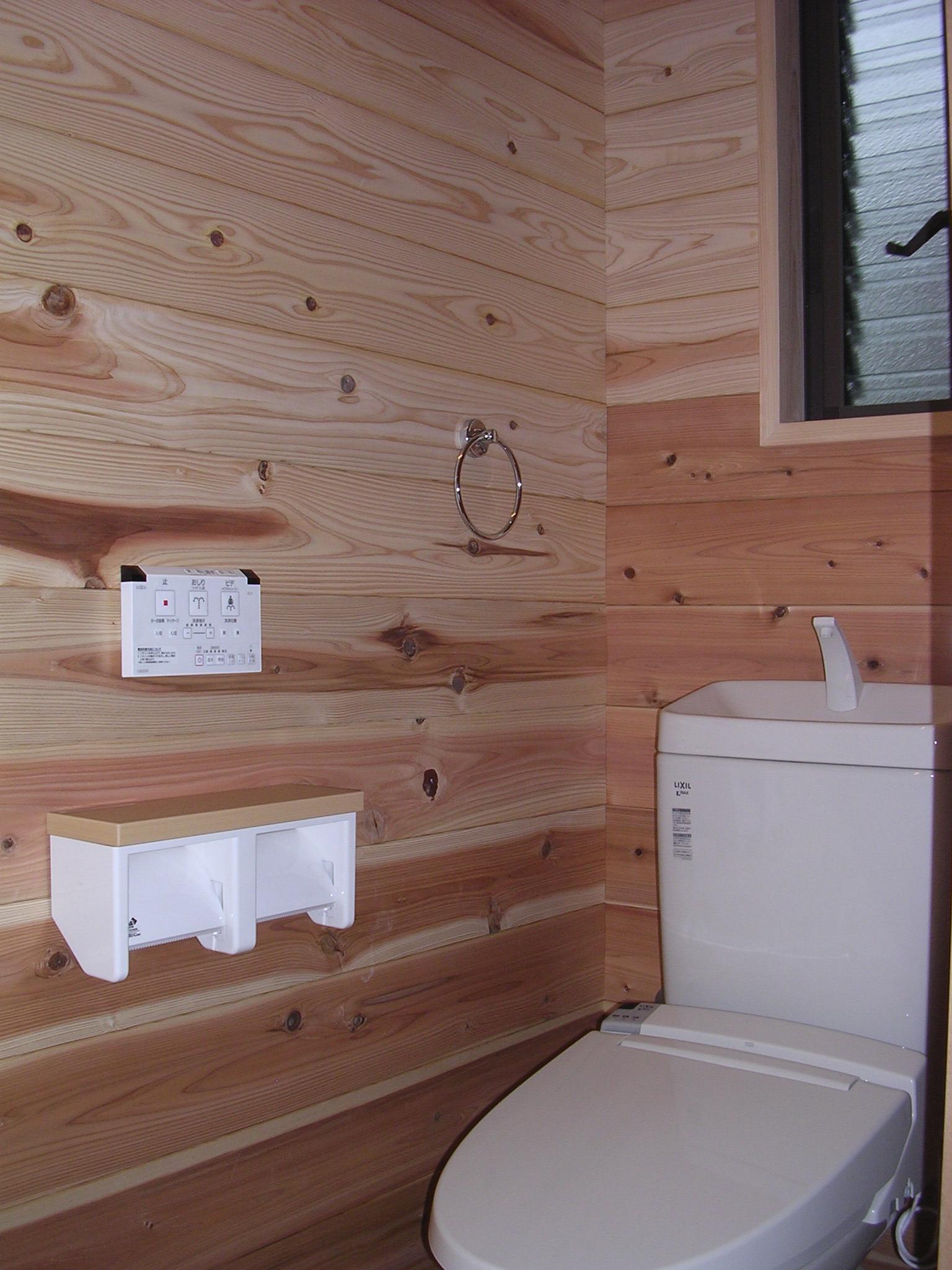 気持ちよい木の香りをふんだんに感じれるトイレにしてみました。