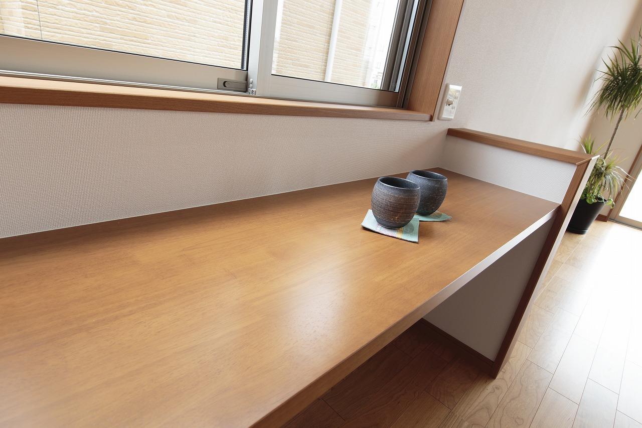 机にもなる飾り棚