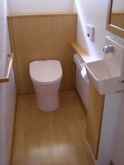 トイレを収納たっぷりの空間にしました。