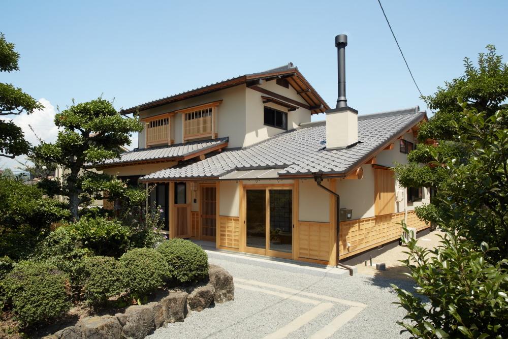 ごく普通の築40年のお家を薪ストーブのある和風へ