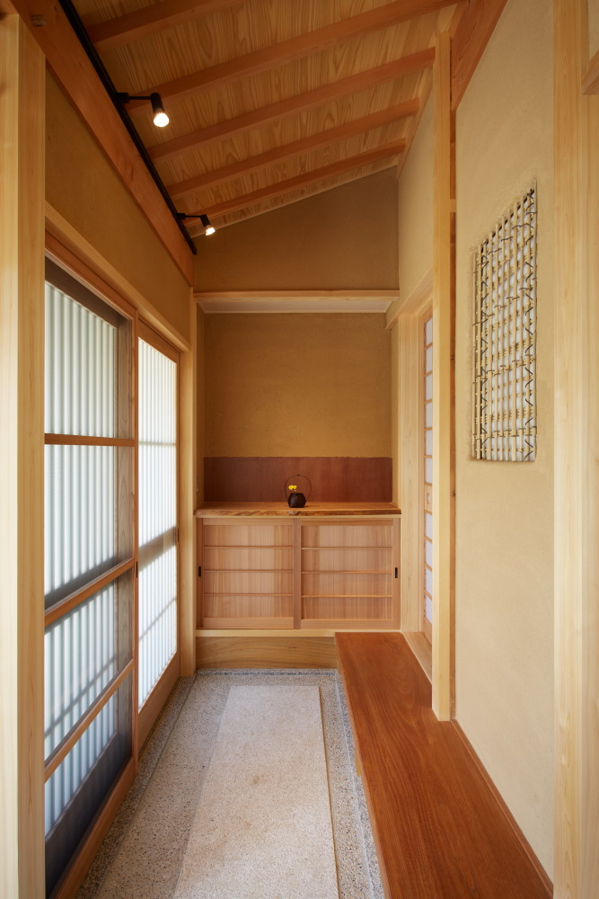 式台と造作下駄箱が美しい玄関スペース