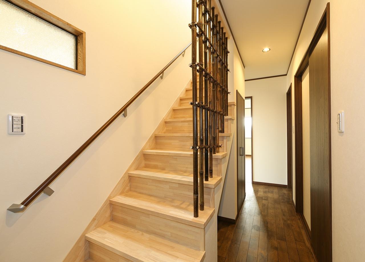 竹格子をアレンジした階段室