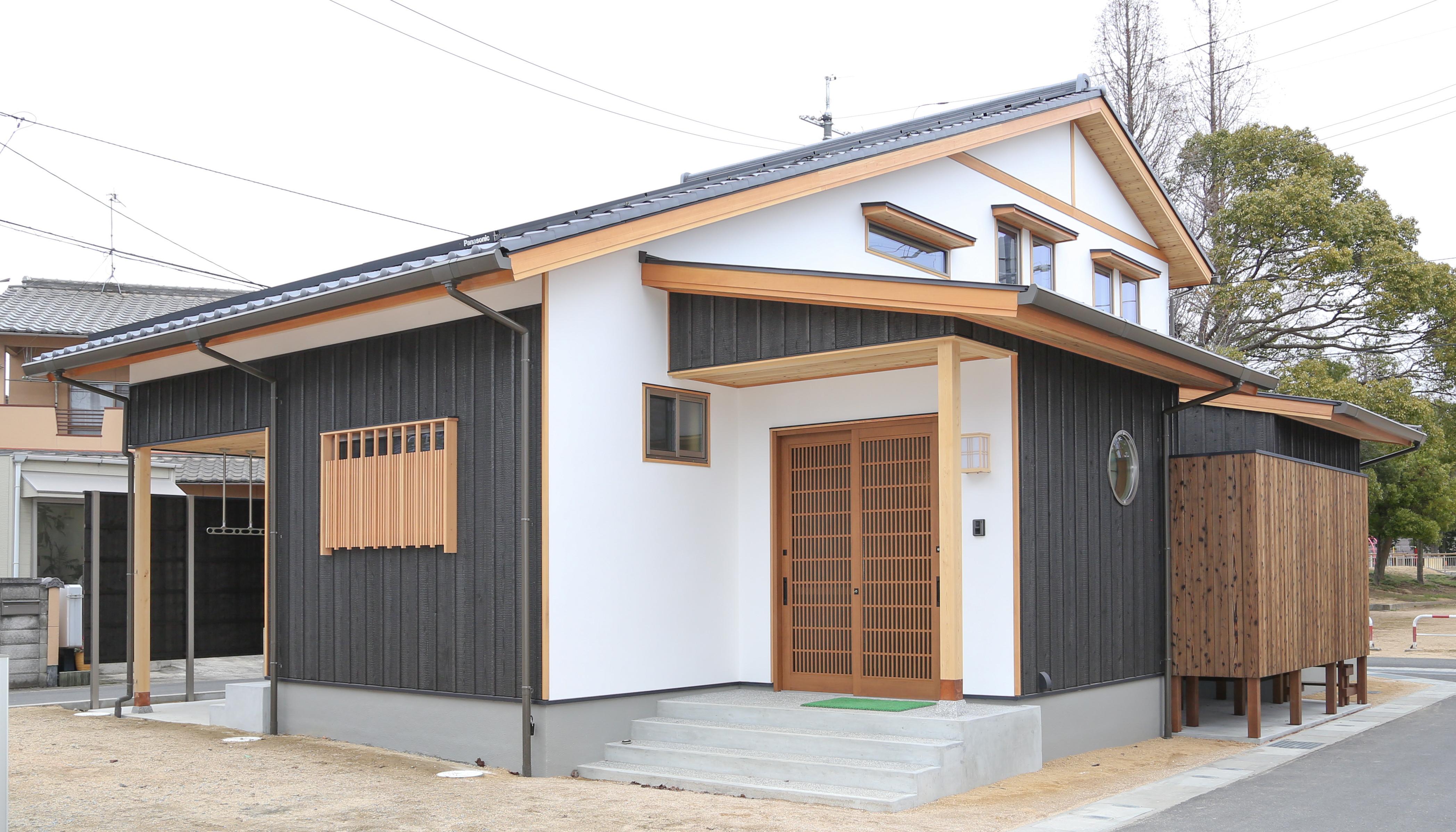 株式会社おかやま住宅工房『平屋な2階建て、本焼きと漆喰の和』