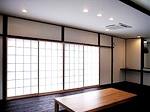 この家はほとんどが真壁なので、在来木造の風合いがあり部屋に表情があります。 古くからある日本家屋では当たり前の仕上げですが、最近はあまり見られないので逆に新鮮です。