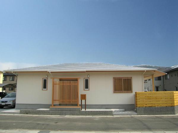 株式会社おかやま住宅工房『白く明るい平屋』