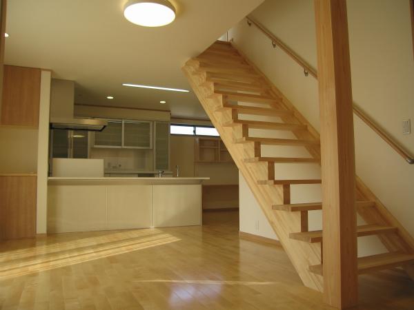 階段が空間を楽しく見せるリビング