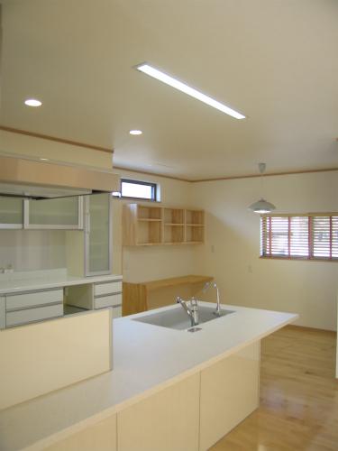 キッチン横のダイニングスペース
