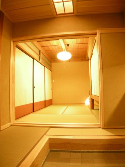 下駄箱で仕切られていた和室をつなげ、客間として和室が利用できます。