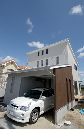 株式会社デザイナーズハウス木屋『車を眺めるこだわりのリビング空間』