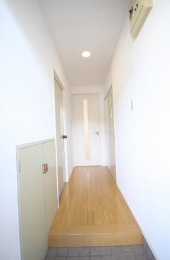 採光のあるドアに変更。 暗かった廊下が明るくなりました^^