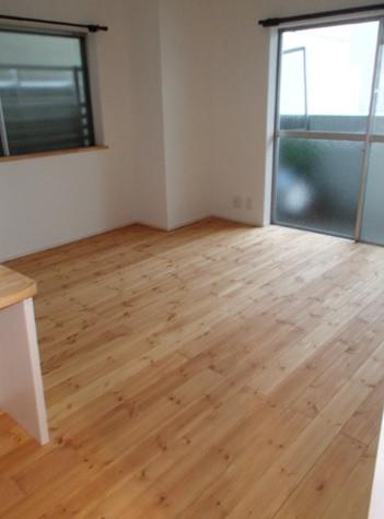 全ての工事が終了したら、最後は美装です。 床はベジタブルワックスで仕上げました。