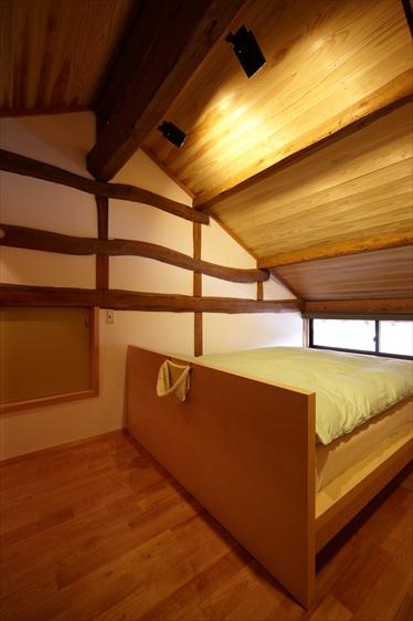 小屋裏の空間を利用した寝室