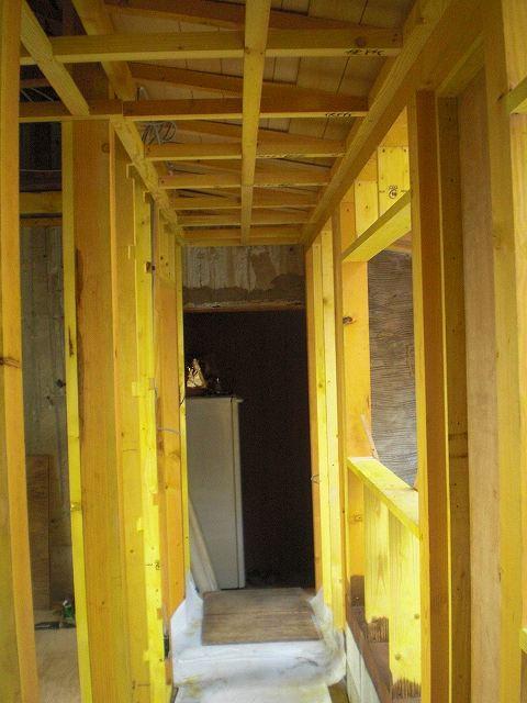 新規の下地木材には防蟻処理を。