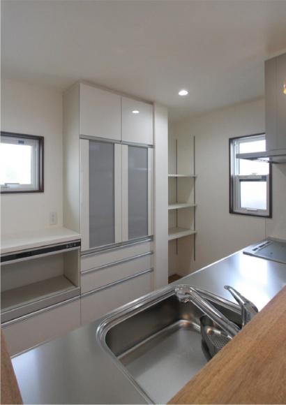 キッチン、収納スペースもたっぷり