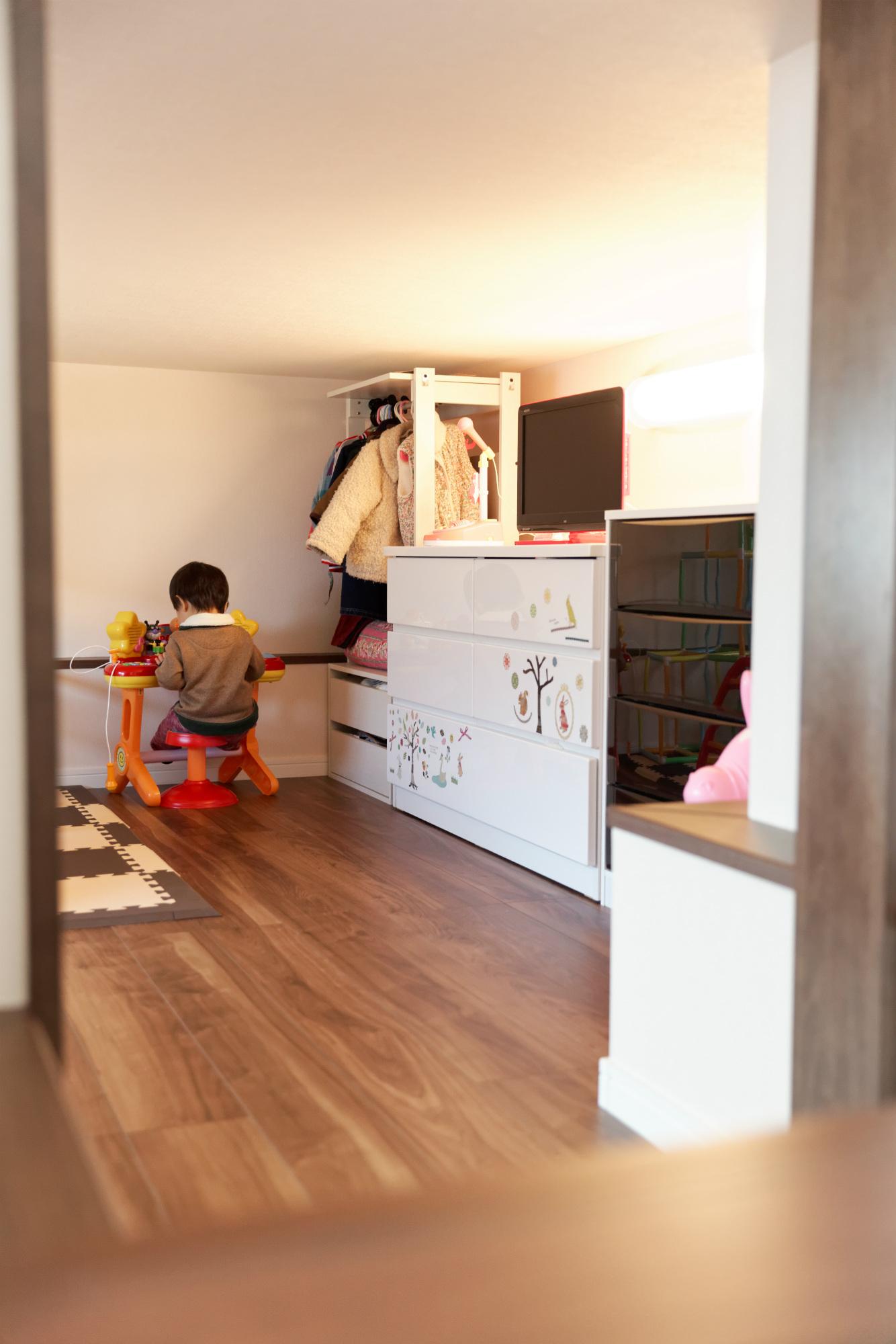 お子様のプレイルーム 半地下空間。