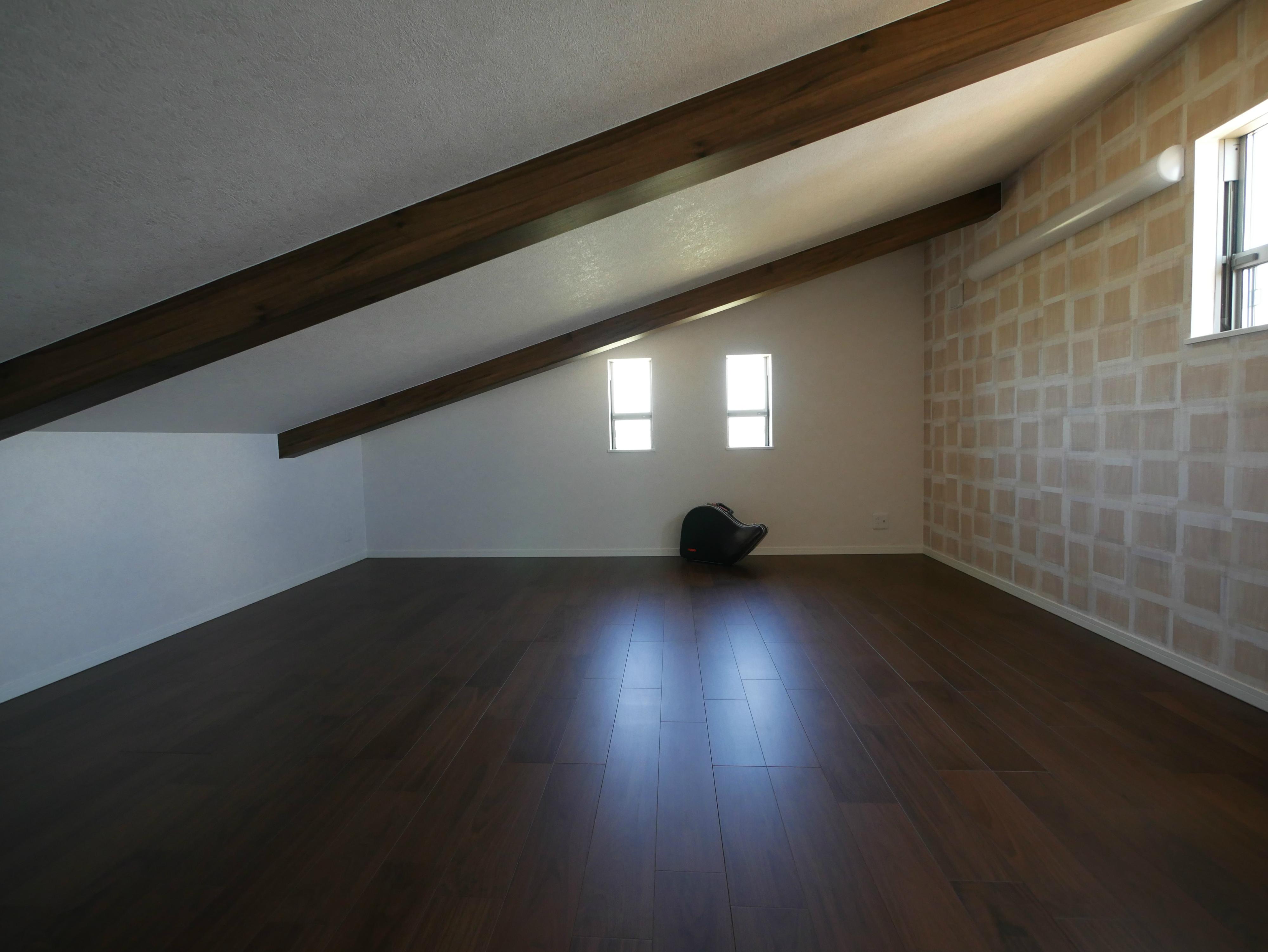趣味室としても使用可能なロフト風空間