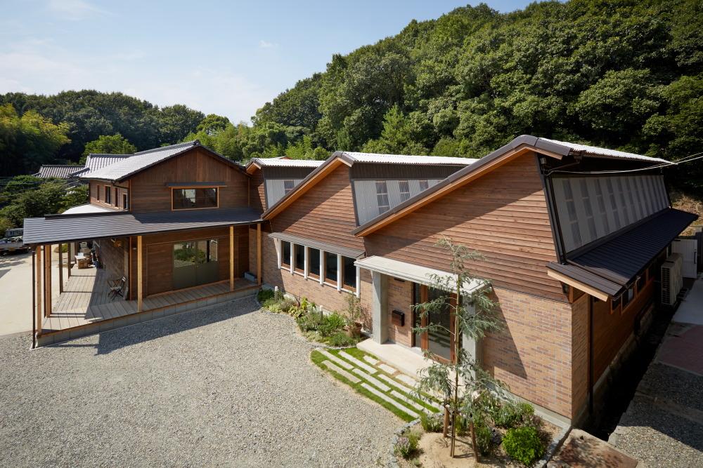 株式会社なんば建築工房『のこぎり屋根の縫製工場を全面改修』