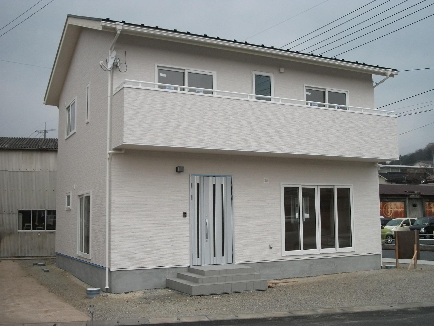丸山建設株式会社『白を基調とした家』