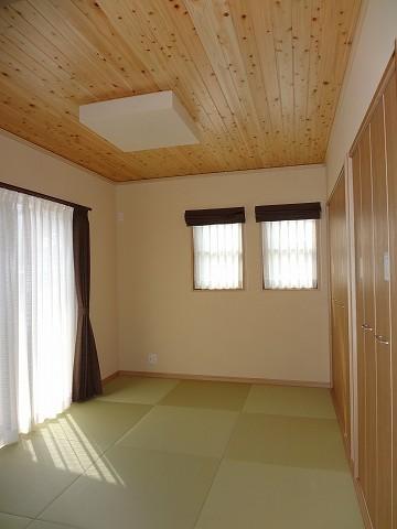 LDKに隣接する為モダンな和室を演出。