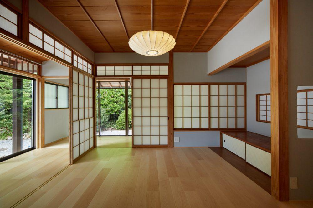 長和室を板間に変えて寝室として使用。床には床暖房を入れています