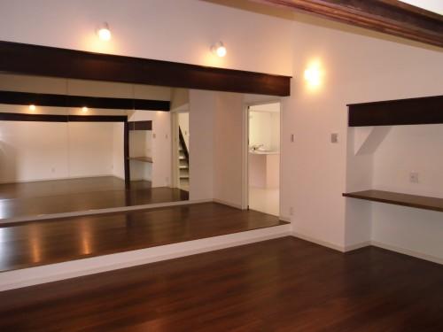 築90年の住宅をスタジオ兼住宅に改修:W邸