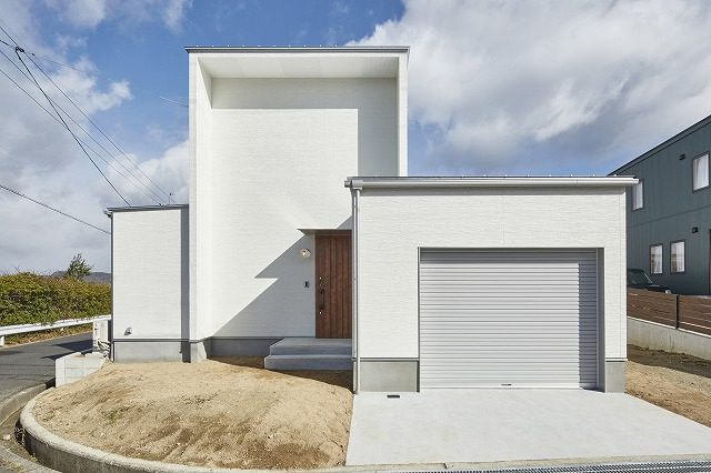 株式会社掛谷建設『家族色に染まる白い家』