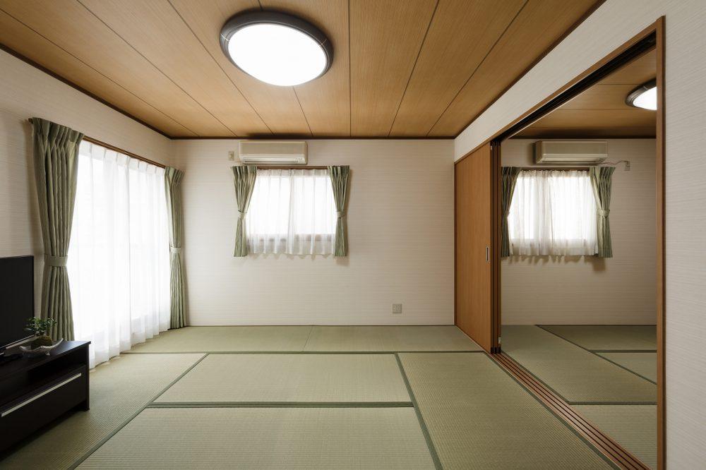 続き間で広々と落ち着く和室