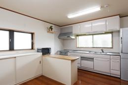 キッチンの収納も高さ等使い易さにこだわりました