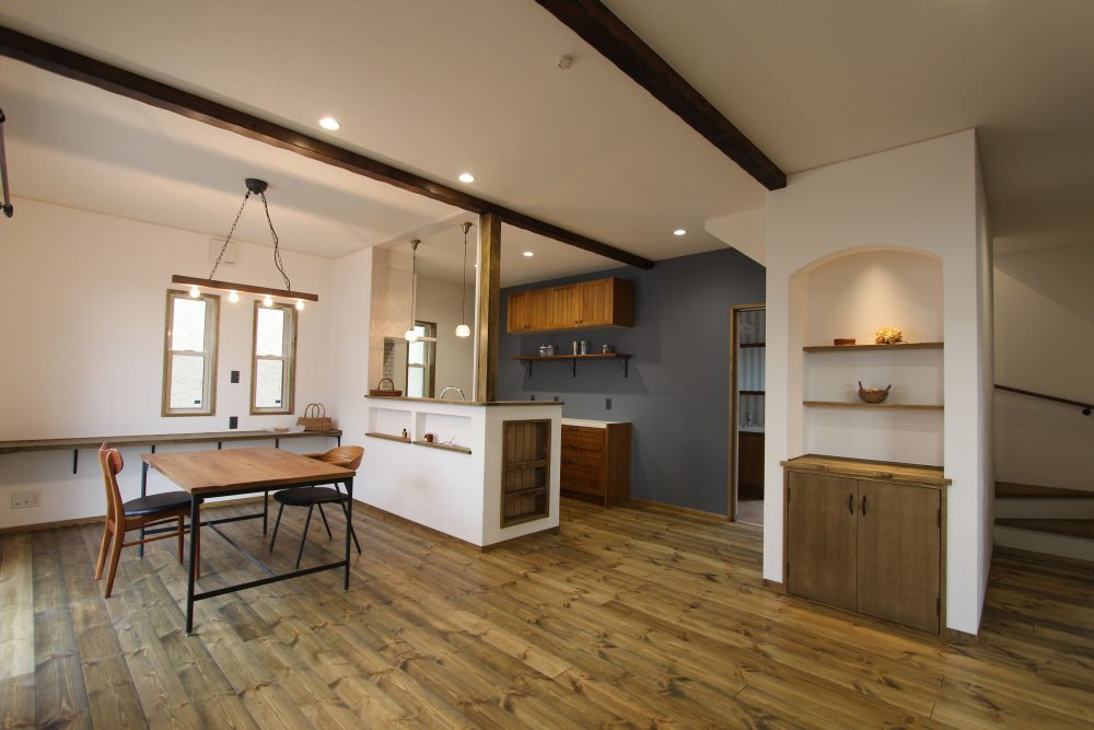 株式会社永見工務店『アンティーク好きに贈る、天然スイス漆喰の家』