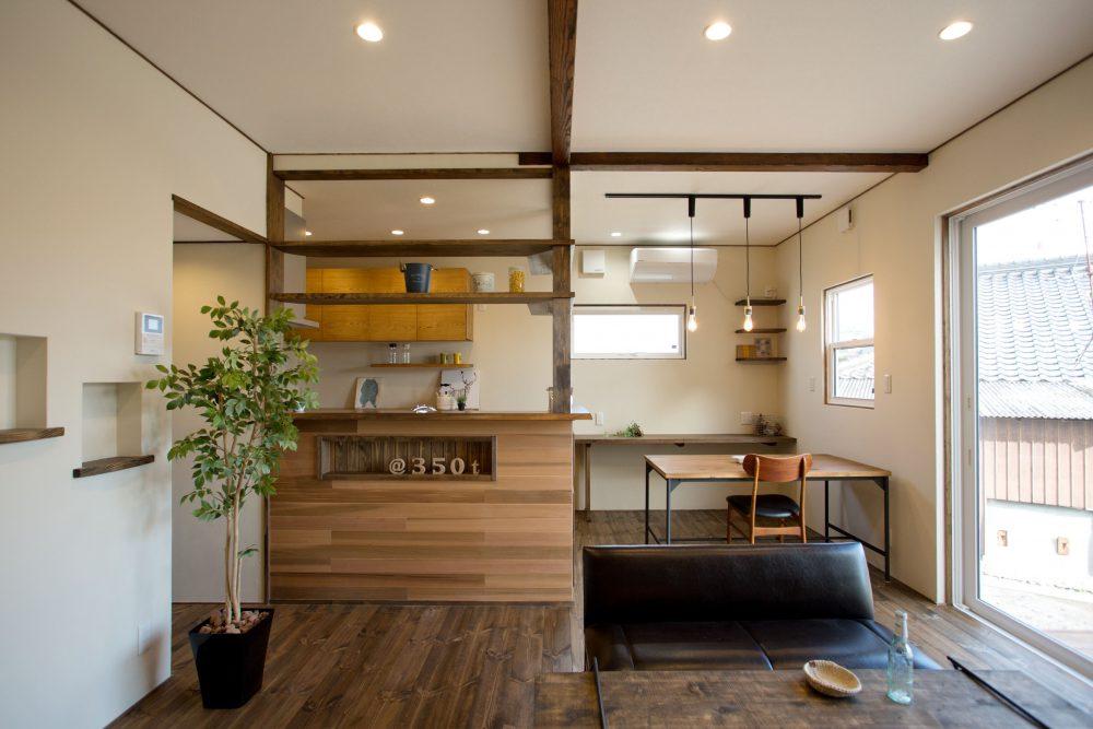 株式会社永見工務店『ヴィンテージライクな塗装 / カフェのように暮らす家』
