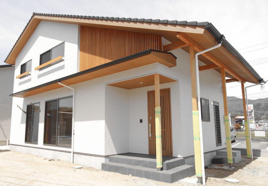 株式会社永見工務店『内と外の格子が美しい大屋根の家/和ナチュラルな家』